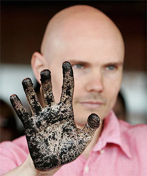 billy corgan with a dirty hand