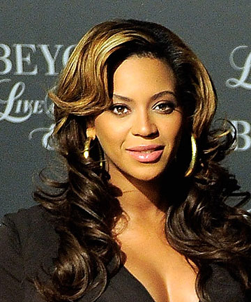 BEYONCE pays special Whitney tribute