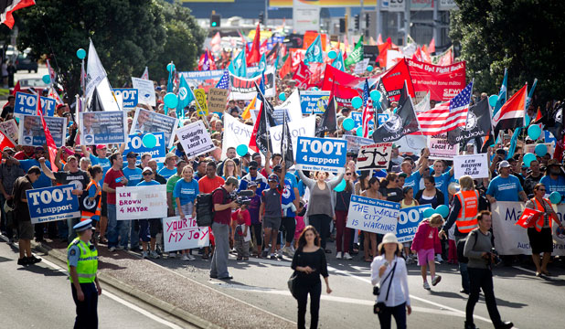 Wharfies in Sydney took defiant solidarity action in support of Port of Auckland workers fighting for their jobs
