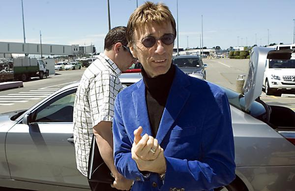 Robin Gibb arriving at Christchurch Airport