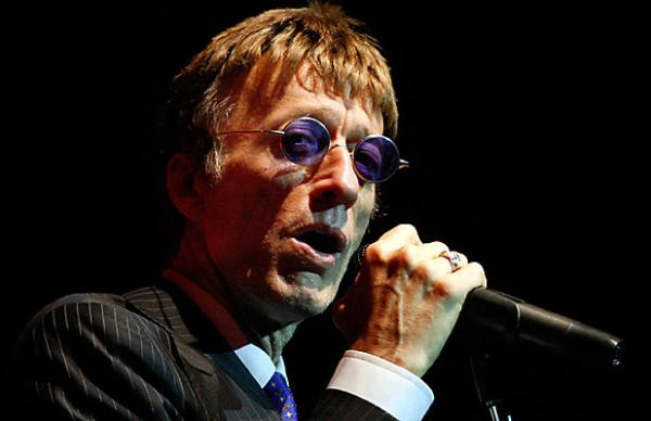 Robin Gibb on stage in Christchurch