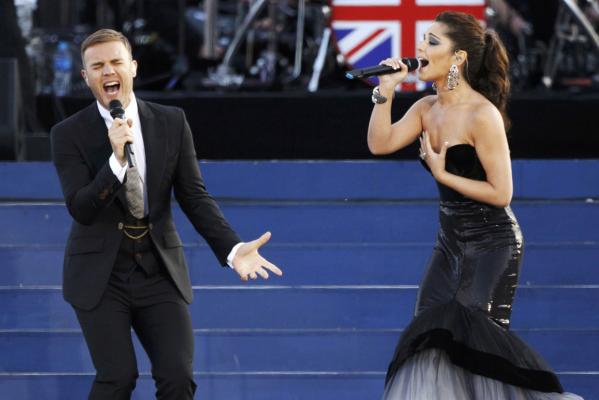 Singers Gary Barlow (left) and Cheryl Cole perform during the Diamond Jubilee concert in front of Buckingham Palace in London.