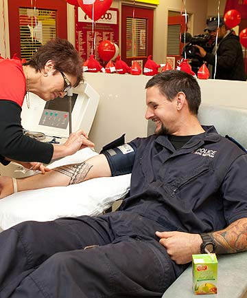 Hamish McPhillips blood donation