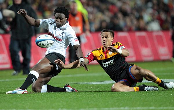 Chiefs right wing Tim Nanai-Williams comes in to intercept Sharks left wing Lwazi Mvovo.
