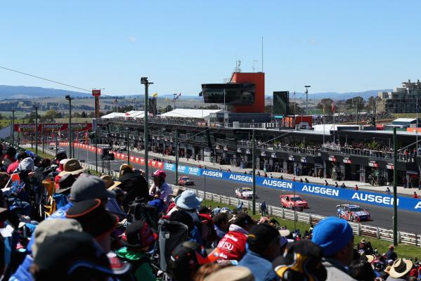 The crowd watch the action at the 2012 Bathurst 1000.
