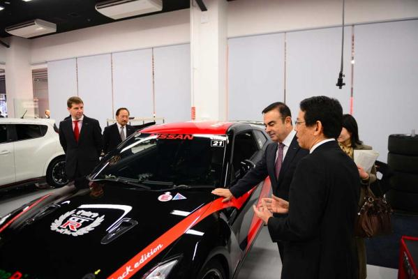 Carlos Ghosn, Nissan CEO, Shoichi Miyatani, NISMO President and Simon Sproule, Nissan Corporate Vice President at the NISMO HQ opening.