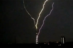 Lightning strikes Russian TV tower