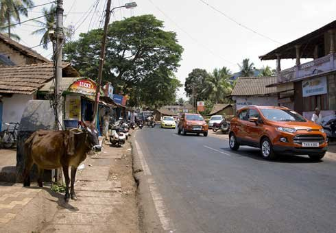 Ford EcoSports thread their way through Indian streets on a vehicle launch.