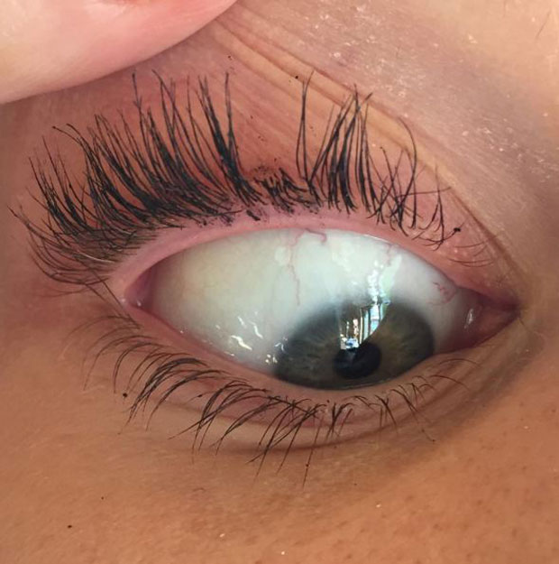 Miley Cyruss Eyelash Curler Mishap Is A Lesson For Us All Stuff
