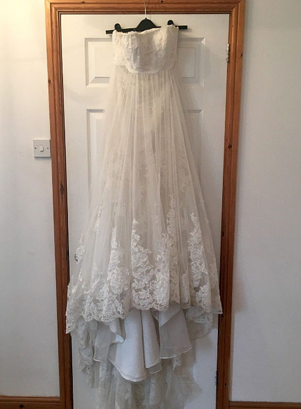Divorcee sells wedding dress \'full of shattered hopes and dreams\' on ...