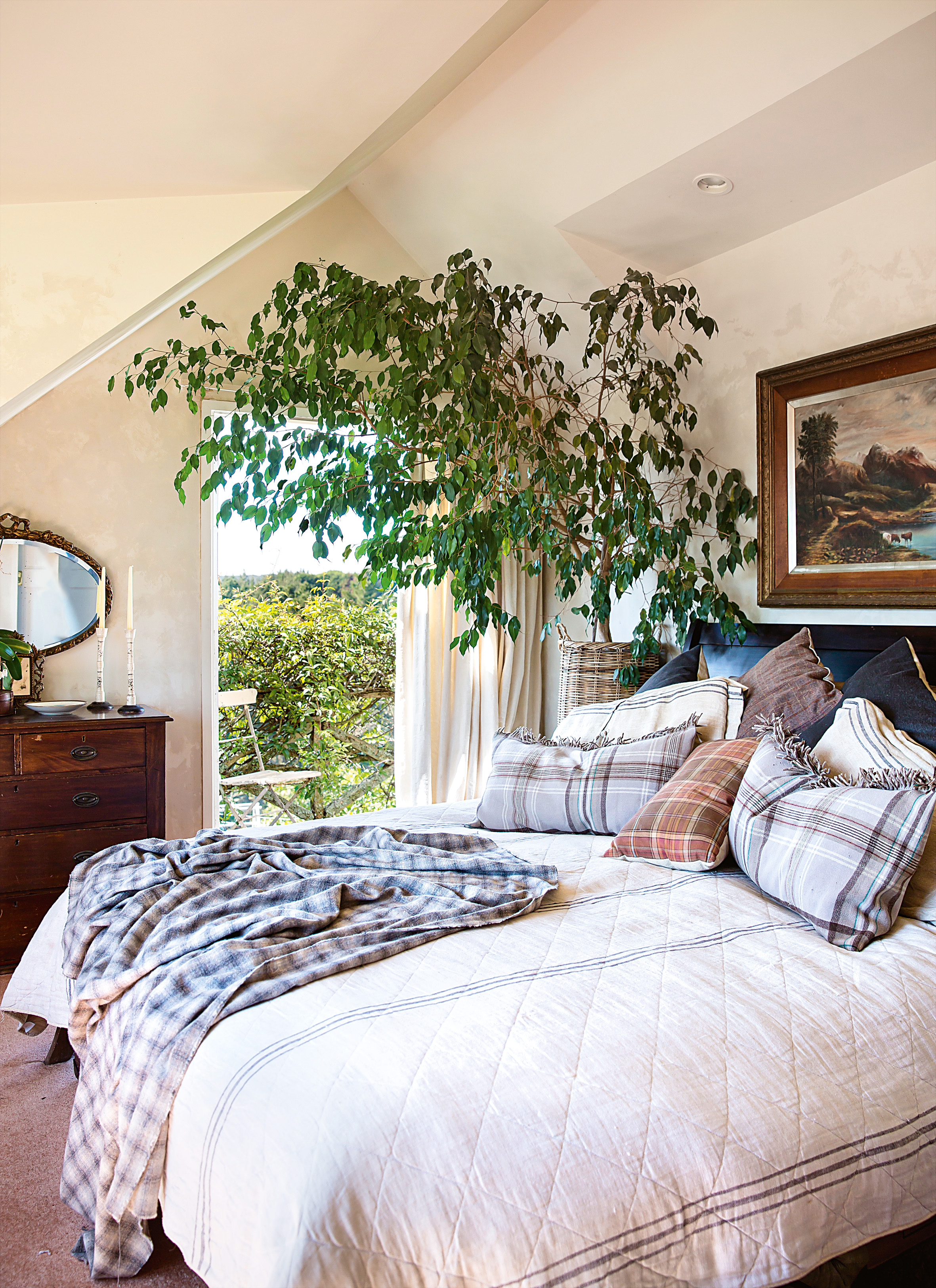 A stylist 39 s own country christmas for The master bedroom tessa hadley