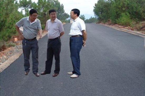 3 Chinese officials